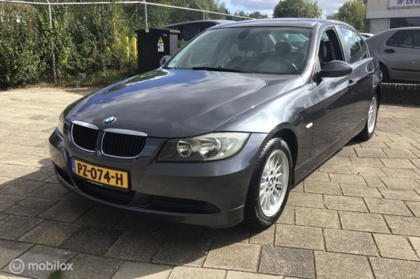 BMW 3-serie 318i High Executive