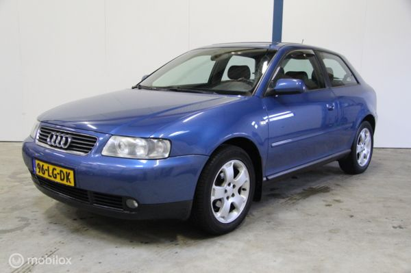 Audi A3 1.6 Attraction [Climate control]