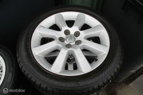 Lichtmetalen velgen set lichtmetaal Toyota Avensis Wagon II 2.0 D-4D Executive ('03-'09)
