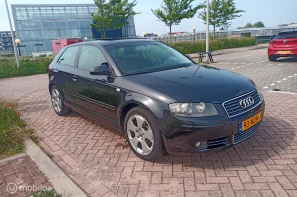 Audi A3  2.0 FSI Attraction Pro Line