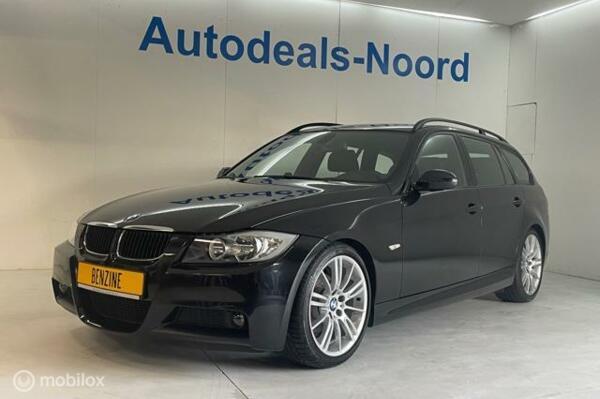 BMW 3-serie Touring 320i M-Sport black Edition 170 PK!