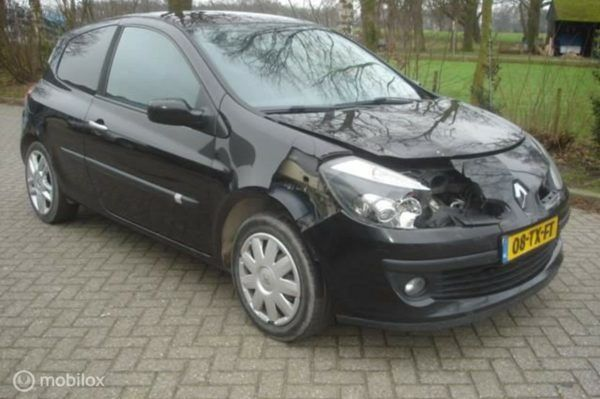 Renault Clio - 1.5 DCI airco - leer - cruise - panorama