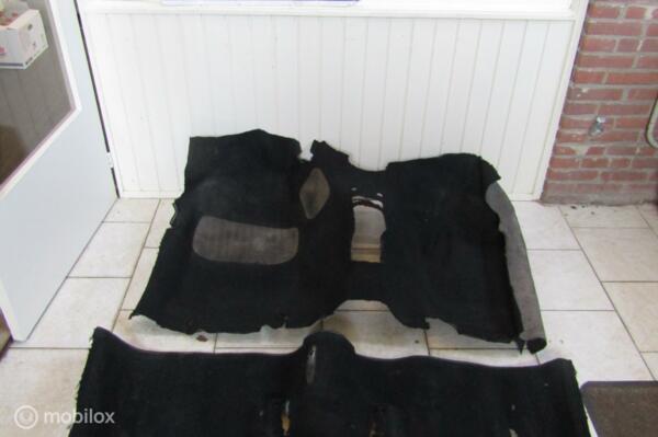 Vloerbedekking Manta A zwart, paar plekjes maar erg zeldzaam