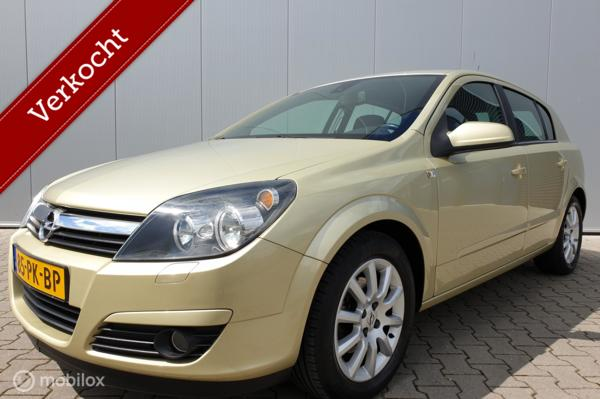 OPEL ASTRA 1.6 COSMO AUTOMAAT/AIRCO/NAVIGATIE/CRUISE/LMV/NAP