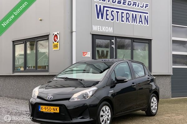 Toyota Yaris 1.5 Full Hybrid Aspiration Clima Bluetooth Cv etc.