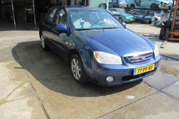 Onderdelen Kia Cerato 2.0-16V Sedan 2004
