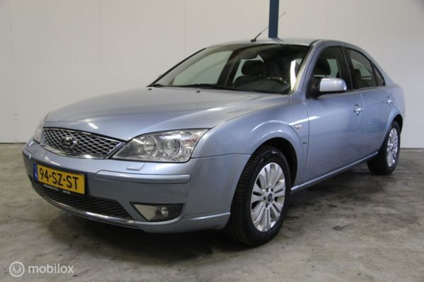 Ford Mondeo 2.5 V6 Ghia Executive Automaat