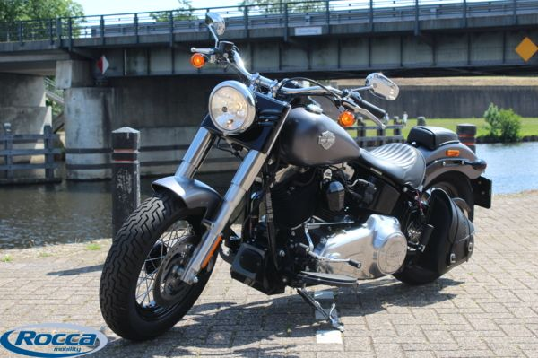 Harley Davidson 103 FLS Softail Slim, Luchtvering, in nieuwstaat