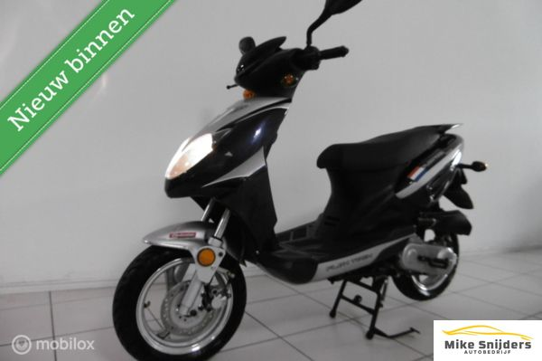 Benzhou YiYing Snorscooter YY50QT-25 525 KM gereden