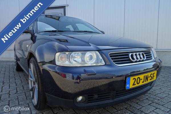 Audi A3  1.8 5V Attraction Uitvoering - Automaat / 5Drs