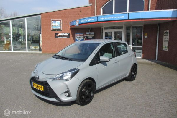 Toyota Yaris 1.5 VVT-i Design Red