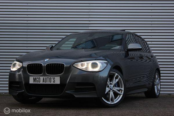 BMW 1-serie M135i High Executive M-Performance 320PK /SCHUIFDAK/HARMAN/KARDON/GROOT NAVI/PDC!