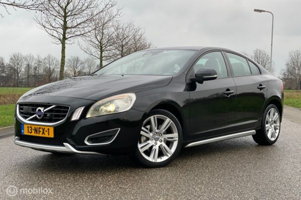 Volvo S60 2.0T Intro Edition Full-Options