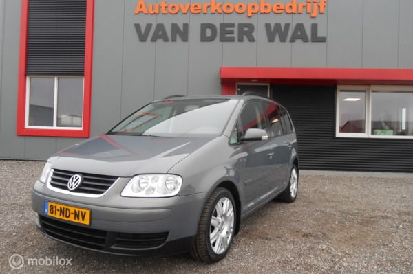Volkswagen Touran 1.6-16V FSI Highline