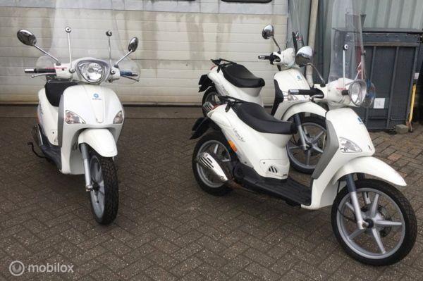 3 x Piaggio Bromscooters Liberty  PAKKETPRIJS € 1750,- EX BTW