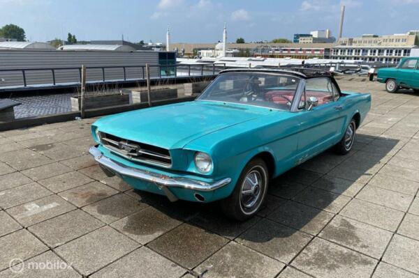 Ford Mustang Convertible V8