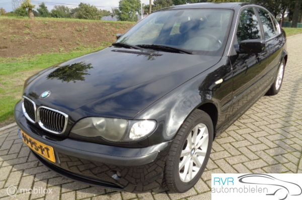 BMW 3-serie 318i SEDAN / CLIMA / NAVI / CRUISE
