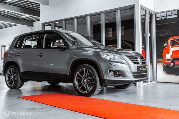 Volkswagen Tiguan 2.0 TSI DSG 4 MOTION CLIMA APPLE CARPLAY  STOELVERW. PDC CRUISE NAVI CARPLAY  18' PRETORIA TREKHAAK VOLLEDIG ONDERHOUDEN
