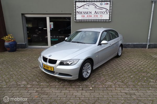 BMW 3-serie 318i Business Line Navigatie/Nwe Ketting
