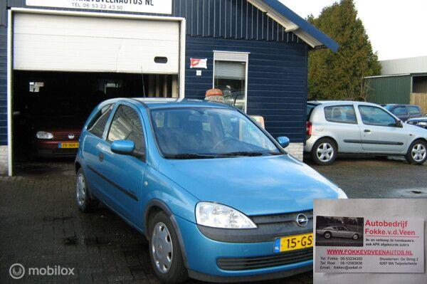 Opel Corsa 1.0-12V  3 Cilinder dus super zuinig.