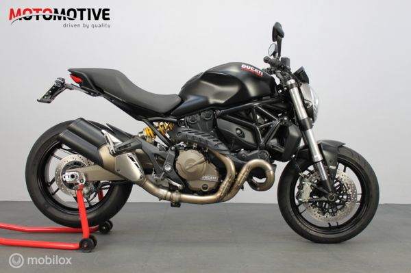 Ducati Monster 821 dark ( M821 M 821 )