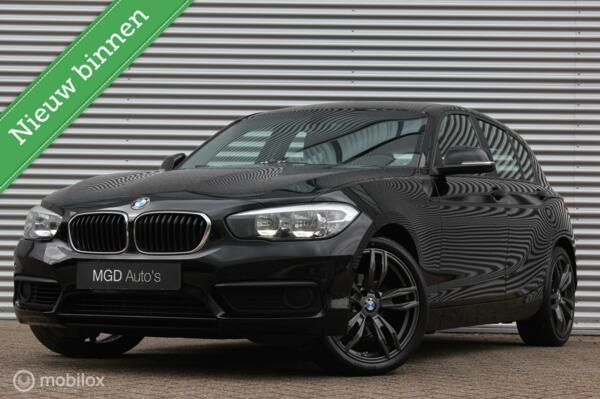 BMW 1-serie 118i Sport /LED/18 INCH/NAVI/BLUETOOTH/APPS/STOELVERW.!