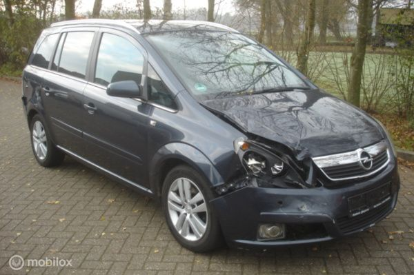 Opel Zafira 1.9 CDTi Cosmo 7 persoons 6 bak  cruise  airco
