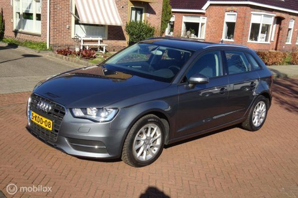 Audi A3 Sportback - 1.6 TDI Attraction Pro Line Uitz Mooi