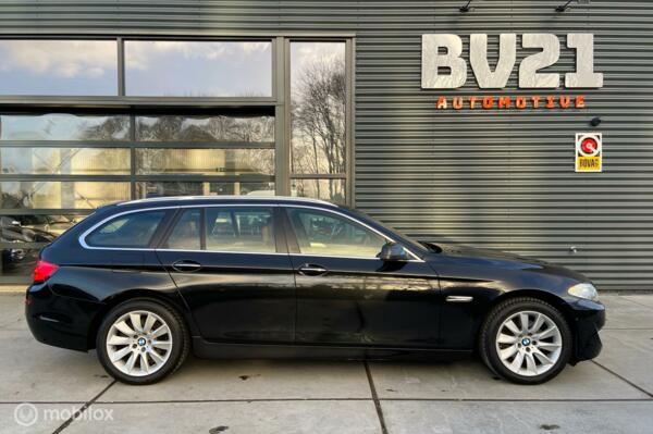 BMW 5-serie Touring 520i High Executive ,leer, xenon, gr.navi, camera