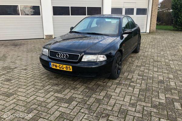 Audi A4 1.6 Dealer onderhouden Nette auto!!