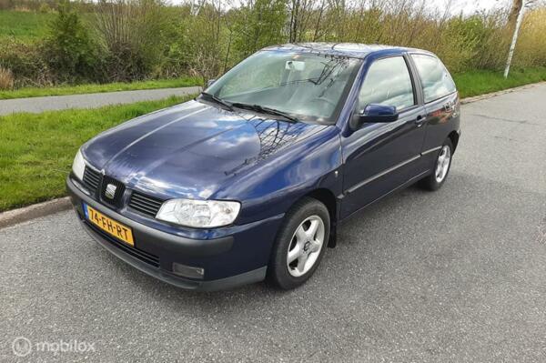Seat Ibiza 1.6 , BJ 2000 -  Blauw Metallic  met Nieuwe APK.