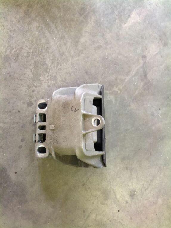 Audi A3 8L versnellingsbaksteun links 1J0199555AK