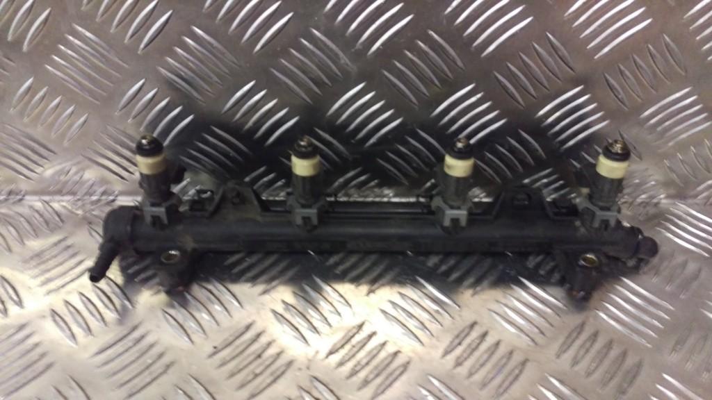 VW Polo 9N 1.4-16V Injector brug met verstuivers 036133320
