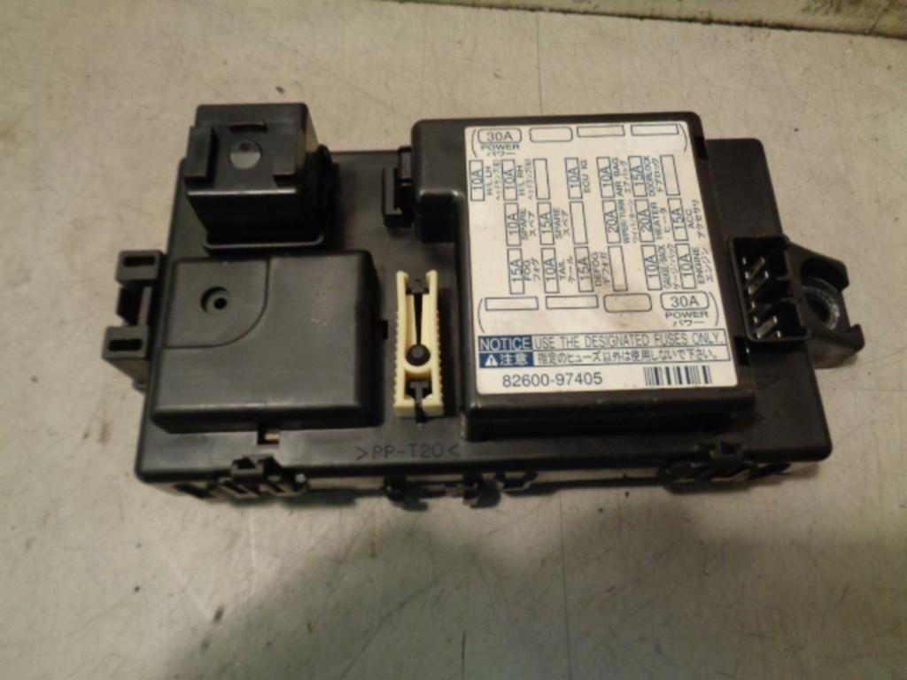Zekeringkast dashboard Daihatsu Young RV 1.3-16V S ('00-'06) 8260097405