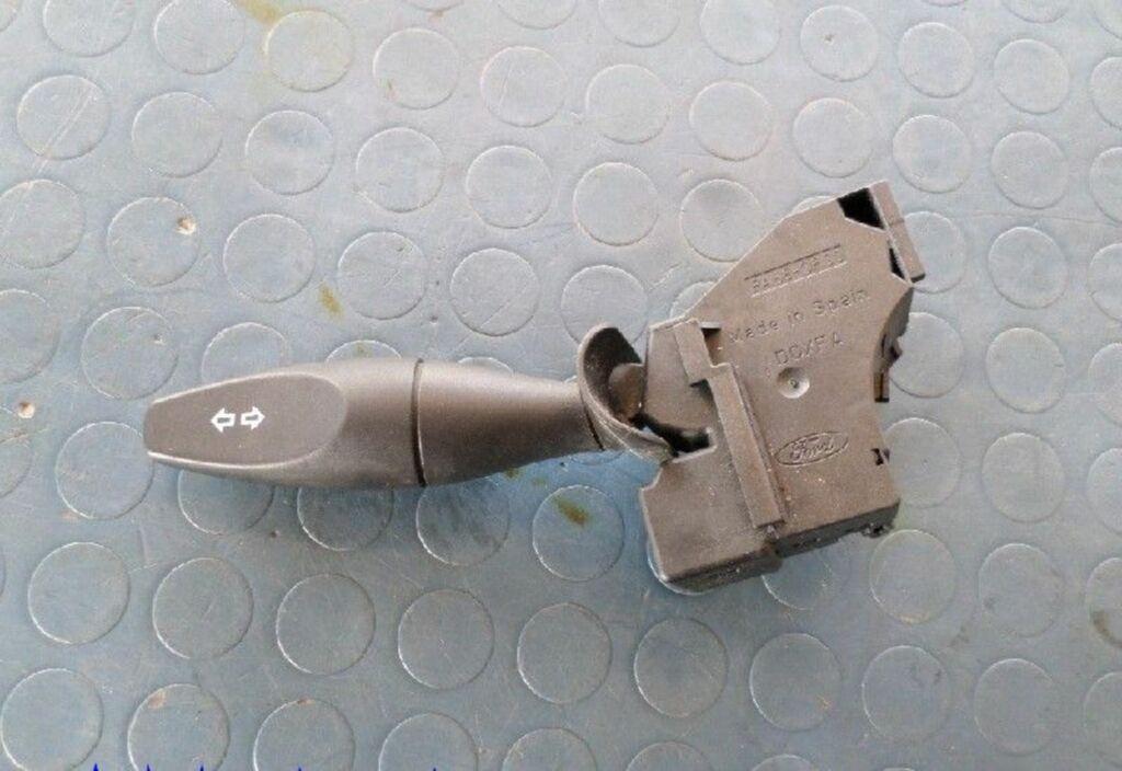 Knipperlichtschakelaar  Ford Focus Wagon I 1.8 TDdi Futura