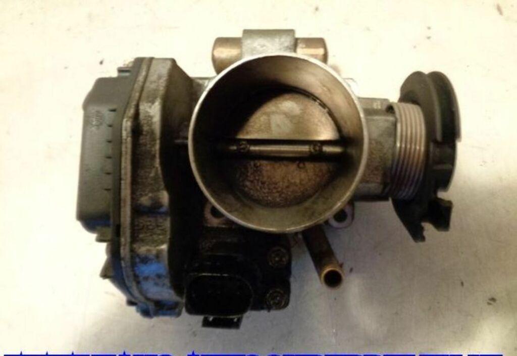 Gasklep-stelmotor  VW Golf III 1.6 Milestone Sport 037133064D