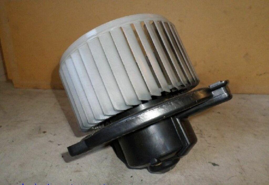 Kachelventilatormotor  Toyota Yaris (P1) Hatchback