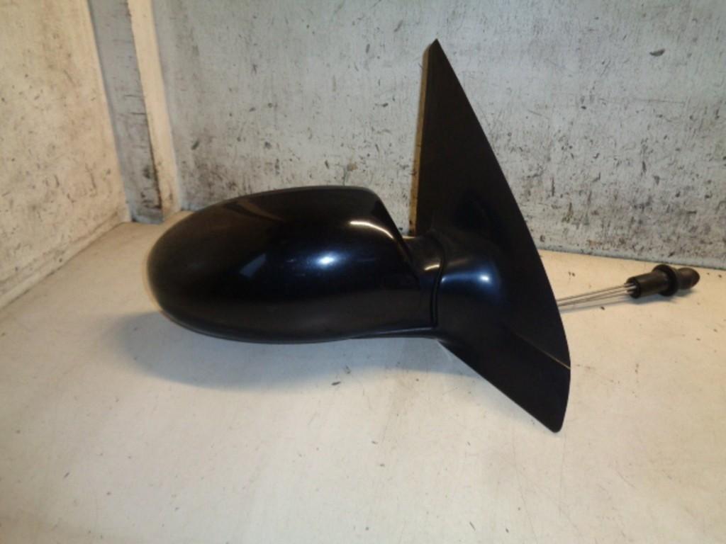 Buitenspiegel rechts zwart dark tourmaline metallic Ford Focus Wagon I 1.6-16V Ambiente ('98-'04) 98AB17K740AB