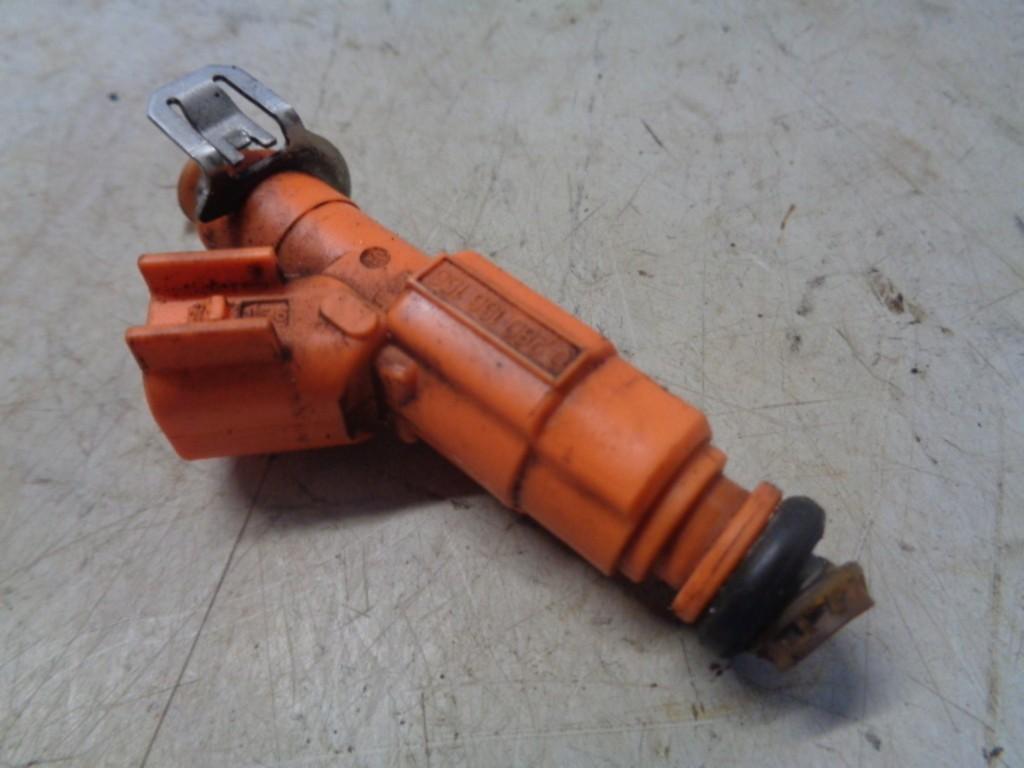 Injector brandstof Ford Focus Wagon II 1.8-16V Ambiente Flexifuel ('05-'11) 3M4GBA