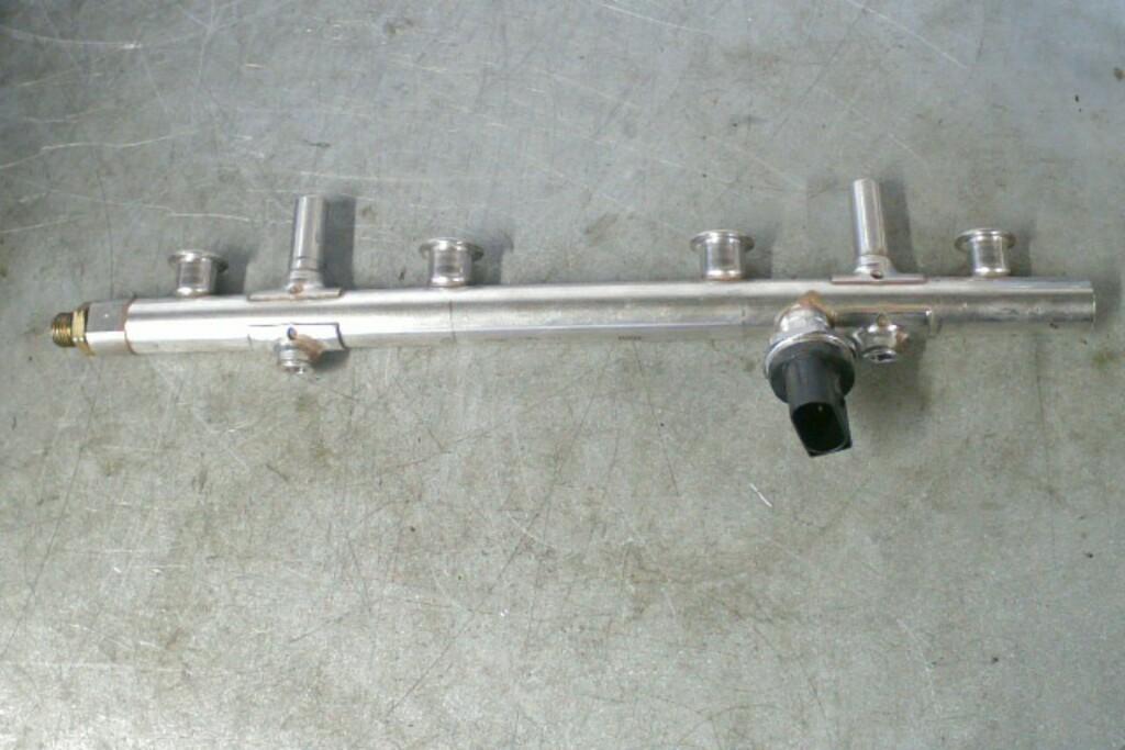 Brandstofverdeler + Sensor 06K133317G 2.0TSI CJX VAG