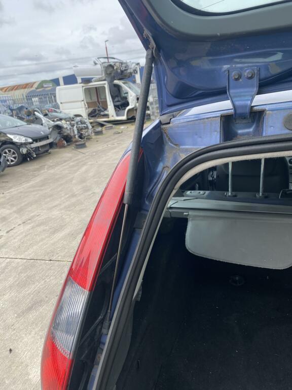 Gasveer achterklepFord Focus Wagon (05-11)4M51-N406A10-AB