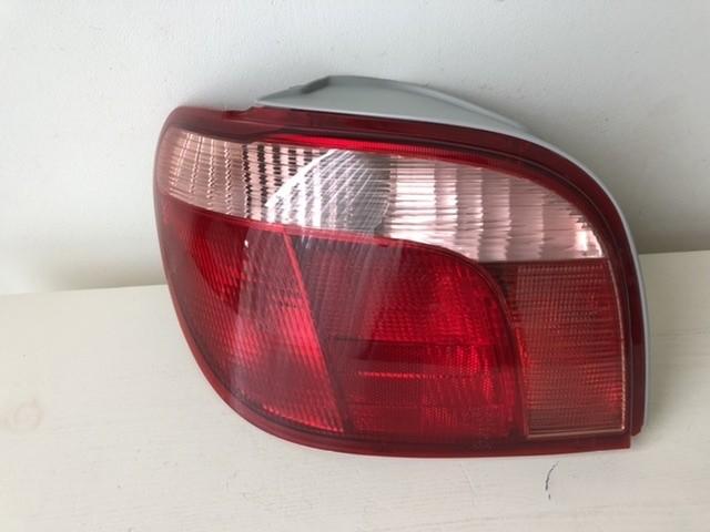 Achterlicht links 212-19C7L-LD-UE Toyota Yaris (p1) HB