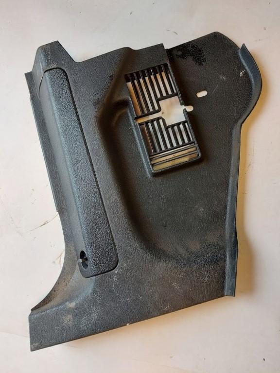 Afdekkap zekeringkastdashboardVolvo 240 ('82-'94)zwart