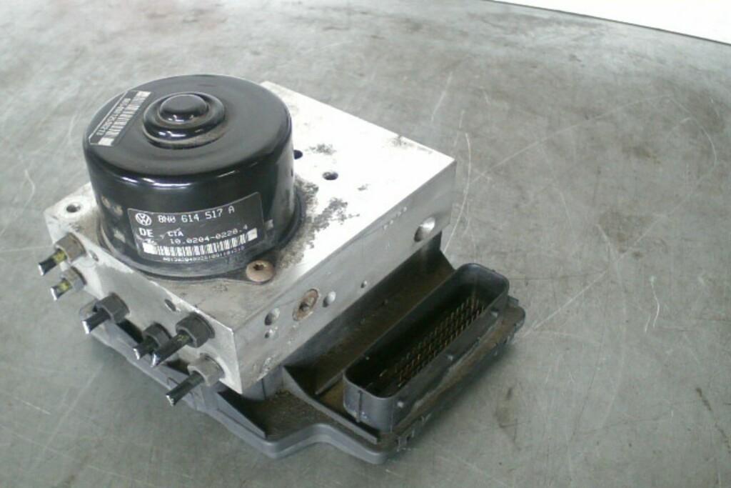 ABS pomp 8N0907379E Audi TT 8N 1.8T 20V Quattro ('99-'06)