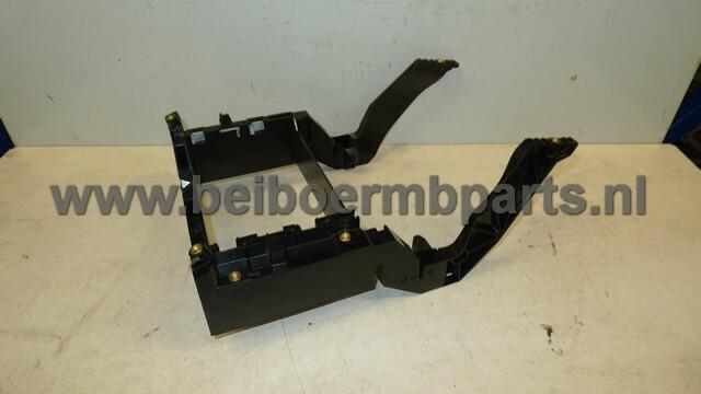 Dashboard Mercedes 211 steun voor het instrumenten paneel