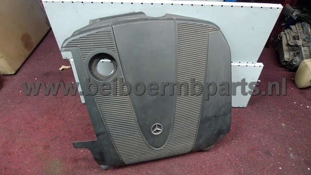 Afdekplaat op motor Mercedes 203 220CDI/200CDI