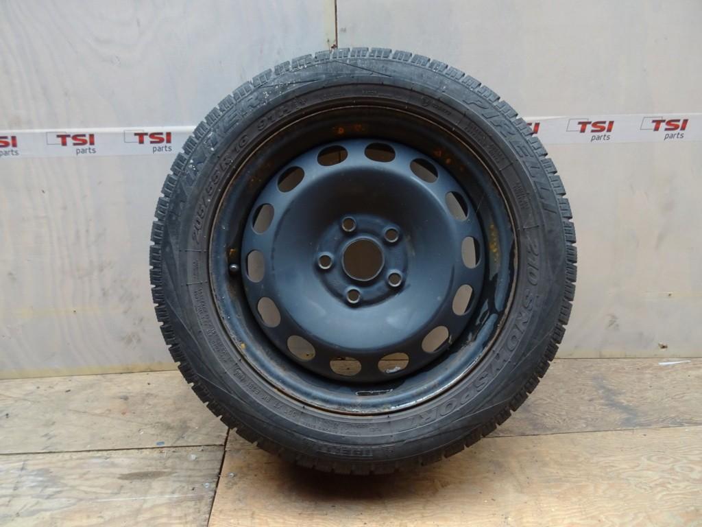 Stalen Velg + Pirelli Winterband 205/55/16 5X112 VAG