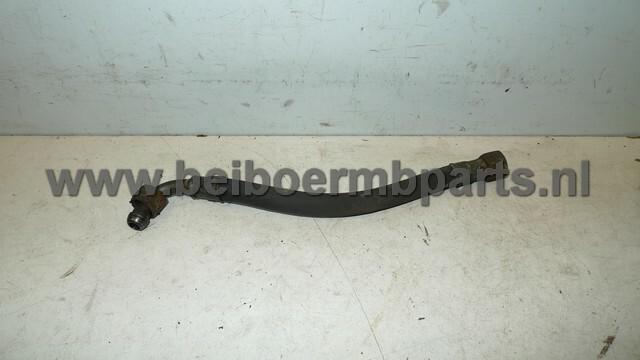 Automaatbakleiding Mercedes 168 flexibele slang rechts 25cm met haakse bocht rechts aan radiateur