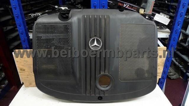 Afdekkap over motor  Mercedes 212 OM651 E220CDI '12