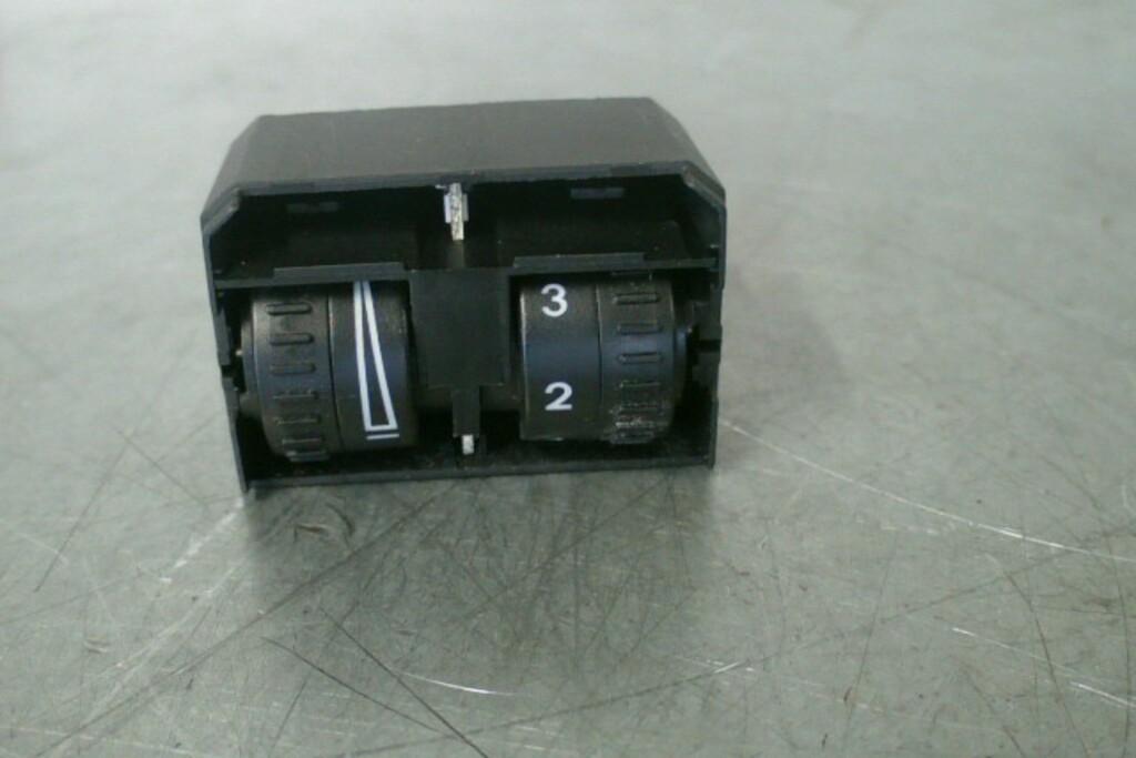 Schakelaar koplamphoogte1T0941333B VW Touran ('06-'10)